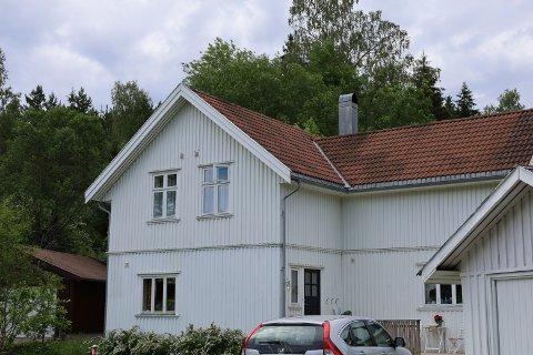 Knapstadveien 6 (Gnr 143, bnr 81) er solgt for kr 5.500.000 fra Katrine Grant og Thor Erik Halvorsen til Ole Johnny Stensland og Tonje Strøm (02.06.2021).