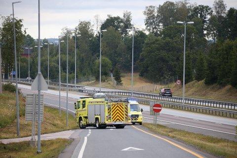 STENGTE AVKJØRINGSFELTET: Som følge av trafikkulykken som skjedde søndag morgen på E6 ved Vestby nord, ble påkjøringsfeltet i retning Moss stengt.