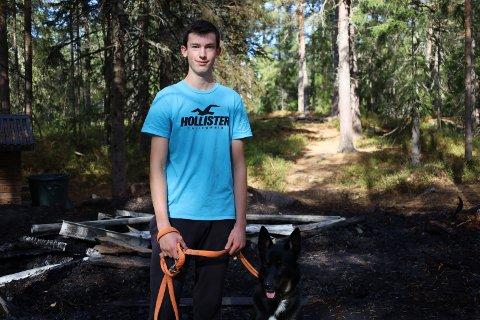 FØRSTE VITNE: Kristian Moe (18) har selv minner fra gapahuken som ikke lengre fins.