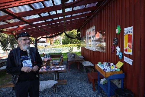 MALESTASJON: Hver helg er det blant annet malestasjon og kaffe-og vaffelsalg på Son kystkultursenter.