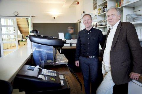 VIKTIG MØTEPLASS: Museumsdirektør Jan Åke Pettersson (til høyre) og administrativ leder Kim Solberg ønsker seg snarest liv i kafeen på Haugar Vestfold kunstmuseum. – Det er bare ett kunstmuseum i Vestfold. Vi trenger en god kafé for å gi våre besøkende det beste mulige tilbudet, sier de to. De ber interesserte kafédrivere ta kontakt for en samtale.