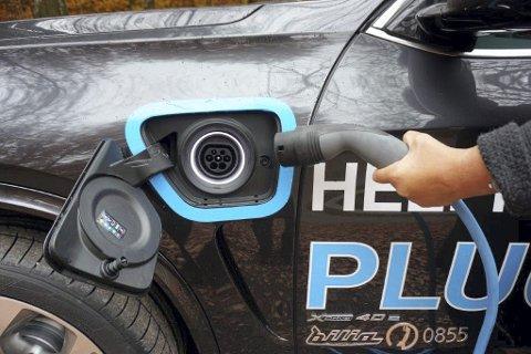PLUG-IN: I forskjermen sitter stikkontakten hvor man lader bilens batterier.