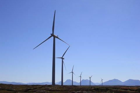 VAKKERT: Var det noen som sa at vindmøller ikke kan være vakre? Arne Gravdahl har selv tatt dette bildet fra Smøla, hvor Norges foreløpig største vindpark befinner seg.