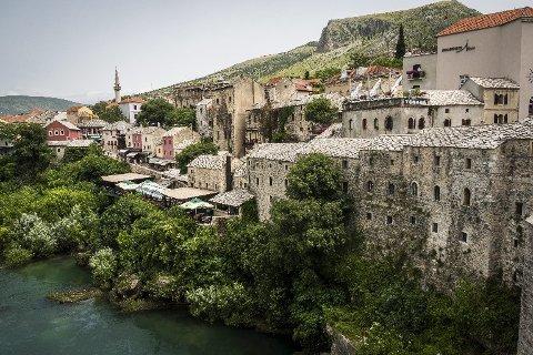 FORTSATT VAKKERT: Mostar forblir ett av Bosnias skjønneste reisemål, til tross for enorme ødeleggelser under krigen.