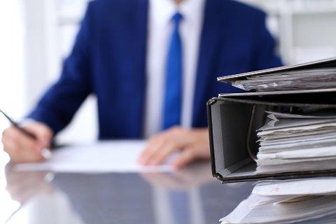BYRÅKRATISK: – Etter vår oppfatning er det lite tvilsomt at enkelte bestemmelser i aksjelovene anses som svært «byråkratiske», skriver artikkelforfatterne.