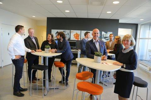 Administrerende direktør Toril Gogstad og Jan Evensen, salgssjef for bedriftsmarkedet, i Fønix. I bakgrunnen er aktører fra Italia, Portugal, England, Østerrike og Slovenia.