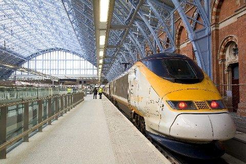 LYNTOG: Skal du reise med tog fra London til Istanbul i dag, er det enklest med høyhastighetstog på strekningen fra London til Wien. Dette er et Eurostar-tog i London.