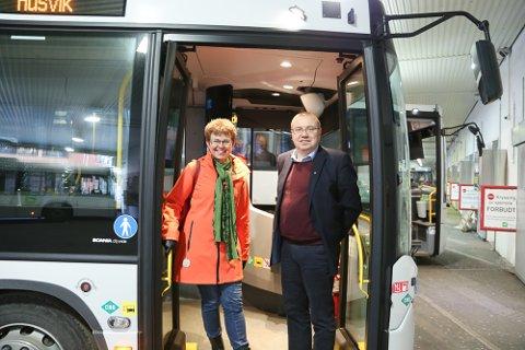 GRATIS INTERNETT: Kathrine Kleveland (Sp) og Arve Høiberg (Ap) vil ha gratis WiFi på alle Vestviken Kollektivtrafikks busser. På torsdag går det mot flertall for forslaget når neste års budsjett skal vedtas i fylkestinget.