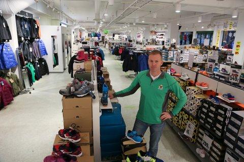 Thomas Solberg eier og driver Solberg Sport i Horten. De opplever omsetningsvekst i en tøff bransje.