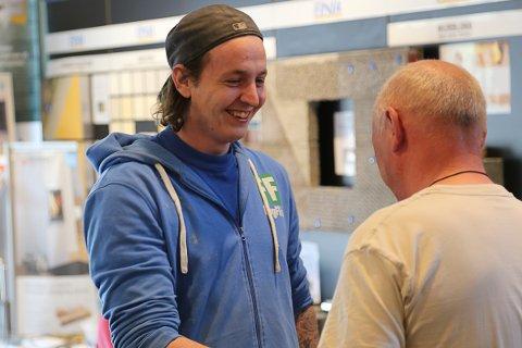 VANT PRIS: Alexander Skovly fra Murmester Tellefsen ble årets lærling i Carlsen Fritzøe.