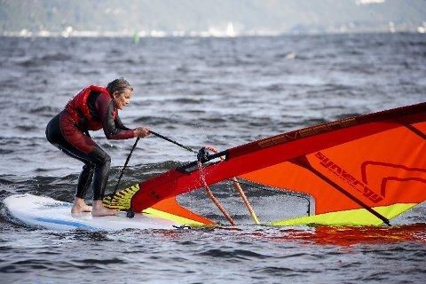 UTFORDRENDE: Siri Nærland prøver etter beste evne å få seilet opp.