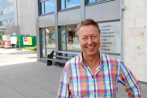 Øistein Hjelmtvedt kan fortelle at de nå gir plass til flere småleiligheter i neste byggetrinn av Bibliotekkvartalet.