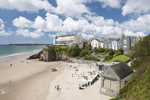 Det er mange fine kystbyer i Wales. Dette er fra South Beach i Tenby, som ligger i Pembrokeshire Coast nasjonalpark.