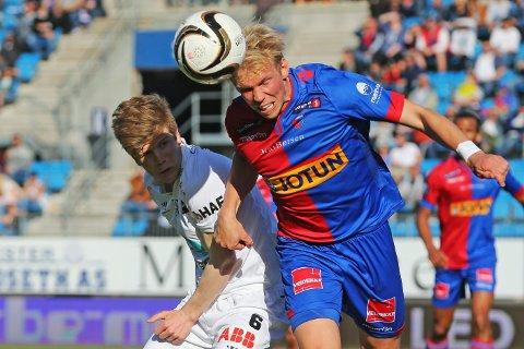 KICK OFF: Fredag ettermiddag har Sandefjord Fotball kick off. Den nyopprykkede eliteserieklubben viser blant annet frem Alexander Gabrieslen (t.h) og resten av spillerstallen.