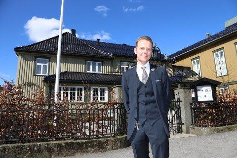 ARBEIDSJUL: – Jeg jobber stort sett alltid og disse dagene er ingen unntak, to av hotellene er åpne og vårt nye Grand Hotel er stengt så det må jeg også passe på i romjulen, sier Morten Christensen, konserndirektør i Unike Hoteller