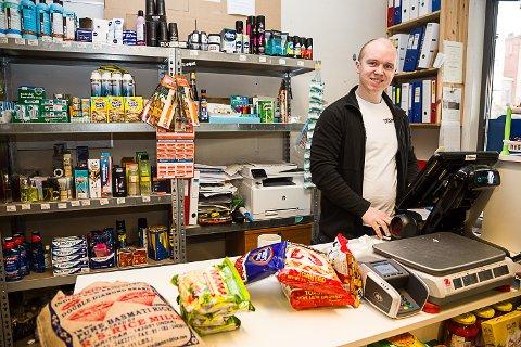 Innvandrerbutikk: – Man kaller det en innvandrerbutikk, gjør man ikke det? Blir feil å si Asia-butikk, for jeg har mye mer enn produkter fra Asia, sier Ruben Nyborg, driveren av den eksotiske matbutikken Rosalinda i Horten. Butikken er en av 11 innvandrerbutikker i Vestfold.