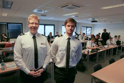 FERSKE STUDENTER: Gunnar Alexander Koppang (t.v.) og Marius Evensen begynte utdanningsløpet på Pilot Flight Academy forrige uke. Nye låneregler som sannsynligvis blir vedtatt gjør det lettere å realisere pilotdrømmen.