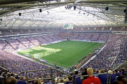 NYE ANELEGG: Schalke 04 sin bane, Veltins Arena, ble, som mange andre anlegg, bygget til VM i 2006. Banen har en kapasitet på snaut 50.000.   FOTO: Marin Meissner / TT / NTB scanpix / TT / NTB Scanpix