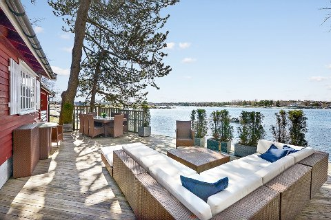 SKJÆRGÅRDSIDYLL: Denne hytta på Vestre Bjerkeholmen er lagt ut med en prisantydning på 8,7 millioner kroner.