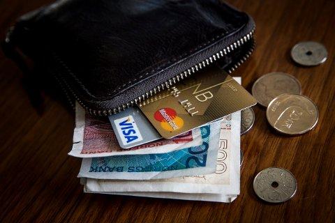 Brukte kort som var stjålet: Bruken av kredittkortet førte politiet hjem til et samboerpar i Larvik. Nå er de siktet for å ha brukt kortet som ikke tilhørte dem. Illustrasjonsfoto