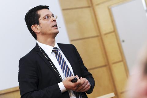 VARSLER TØFT ÅR: Kongsberg Gruppens konsernsjef Geir Håøy fra Stokke anslår at Kongsberg Gruppens omsetning vil være mindre ved utgangen av året enn den var i 2016.