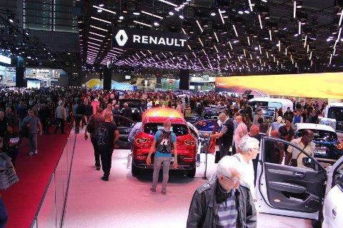 STOR BEGIVENHET: Europas viktigste bilutstilling arrangeres om høsten og vekselsvis i Paris og Frankfurt. I år var turen kommet til den franske hovedstaden og arrangementet «Mondial de l'Auto».