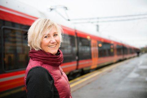 FORNØYD: – Det er en glede å kunne utlyse kontrakter for selve byggingen av strekningene Nykirke-Barkåker og Drammen-Kobbervikdalen, sier prosjektdirektør Stine Undrum i Bane Nor.