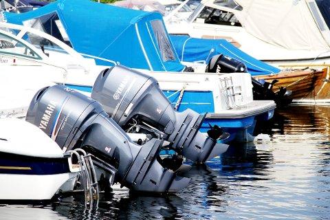 PASS PÅ: Når mange trenger hjelp fra båtverkstedene samtidig, kan det forsinke båtstarten.