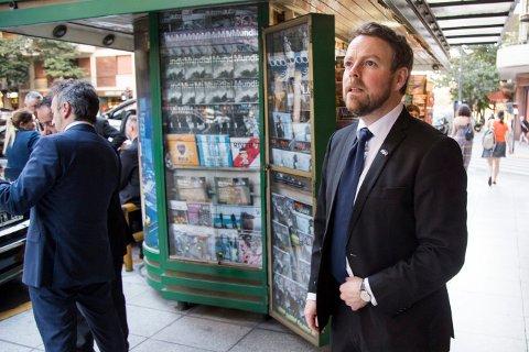 HAR FÅTT KRITIKK: Næringsminister Torbjørn Røe Isaksen, som er i Buenos Aires i forbindelse med et statsbesøk til Argentina, har måttet svare på mange kritiske spørsmål angående hans involvering i Innovasjon Norge.