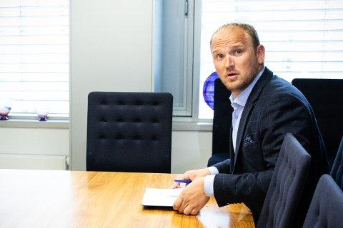 Landbruks- og matminister Jon Georg Dale før møtet med Norges Bondelag og Norsk Bonde- og Småbrukarlag mandag.