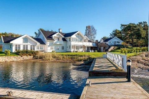 TANGENODDEN 5: Strandeiendommen ble sist solgt i all hemmelighet, og satte da en ny prisrekord for boligsalg i Sandefjord. Hvis den blir solgt til rundt prisantydning, kan eiendommen sette nok en rekord.