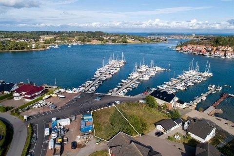 4,7 MILLIONER: «Her kan du bygge drømmehuset ved sjøen med panoramautsikt til innseilingen til Tønsberg!», skriver Privatmegleren i annonsen.