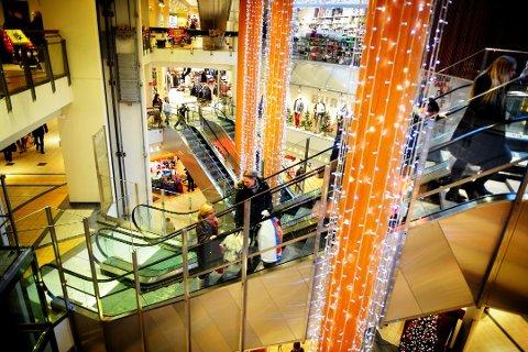BAKSMELL: Mange vestfoldinger bruker mer enn planlagt på julehandelen. Det kan straffe seg i januar.