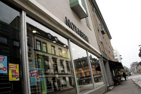Notabene-butikken i Holmestrand er blant dem som er rammet av konkursen. Foreløpig holder de åpent her.