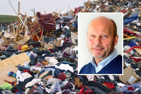 Avfall. Søppel. Forbruk. Mengder med klær, papp, plast og trevirke kastet på dynga. Grønmo Avfallsanlegg. Oslo. Foto: © Espen Bratlie / Samfoto