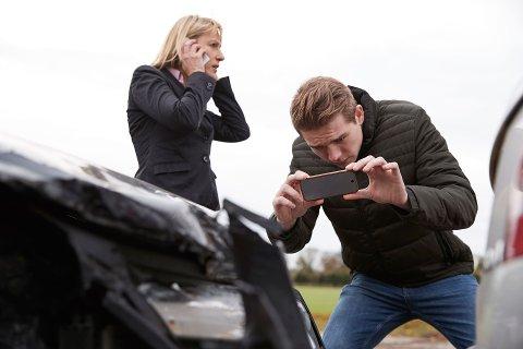 DOKUMENTASJON: Det kan fort hende at man havner i en bilulykke på ferien. Da kan det være greit å vite hva man bør gjøre i etterkant av ulykken.