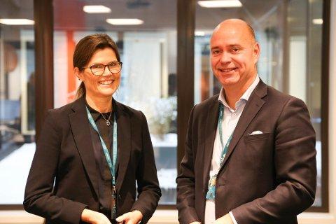 TRAVLE DAGER: Hanna Kirsebom Aronsen og Terje Solvik fra DNB har en viktig oppgave. De rådgir bedrifter og privatkunder om økonomi.