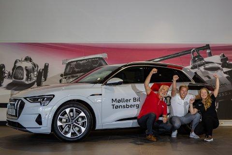 SALGSVINNER: Audi E-tron har ene og alene ført Audi til topps på salgsstatistikken for Tønsberg og omegn for årets fem første måneder. Det er ikke rart salgssjef Linda Rosenvinge Olsen (f.h.), selger Mathias Lande og selger Ragnar Johansson jubler.