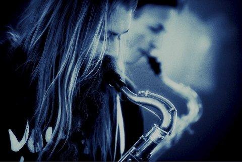 Blå sax: Lørdag blir det en sjelden anledning til å høre jazzbandet Decoy. Pressefoto