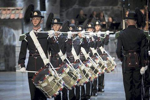 Stilfullt: Hans Majestet Kongens Garde kan beskues på borgen søndag.  Pressefoto