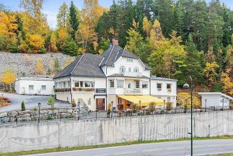 PRØVER PÅ NYTT: Kongsfoss pensjonat i Åmot er lagt ut for salg igjen. Prislapp seks millioner kroner.
