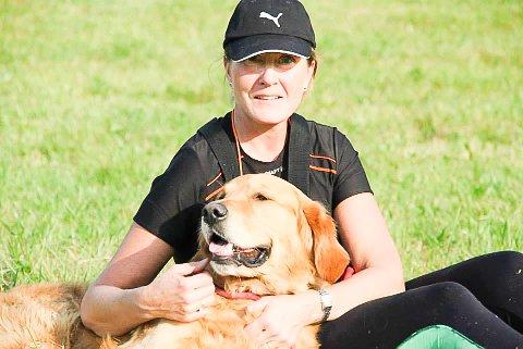 GLAD I DYR: Randi Haavik Varberg har selv hund.