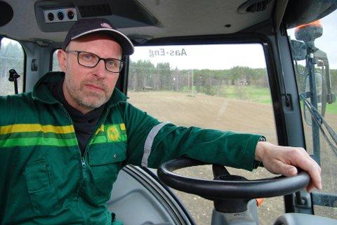 -Total kortslutning mener bondelagsleder Erling Aas-Eng om regjeringens forslag om å skattelegge salg av jordbrukseiendom innen familien.