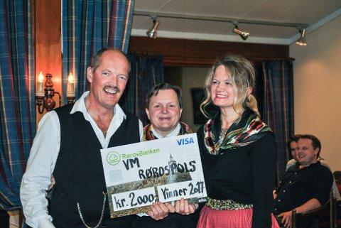 Årets vinnere: Stein Vidar, Jorid fra Vauldalen og Linda. Foto Vauldalen Fjellhotell.