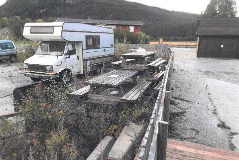 NABOFEIDEN ER IKKE OVER: Taverna Eiendom AS sin advokat har sendt klage på vedtaket i Alvdal kommune som fritok eieren av Tavernas nabotomt i sør fra å rydde.