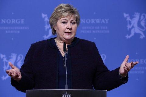 ÅPNER OPP: Statsminister Erna Solberg (H) la frem endringer av smitteverntiltakene på en pressekonferanse 7. april.  Foto: Lise Åserud / NTB scanpix