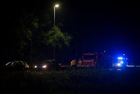 BLÅTT LYS: Trafikkulykke på E6-avkjøringen mot E18 sydover i Vinterbro-krysset torsdag kveld.
