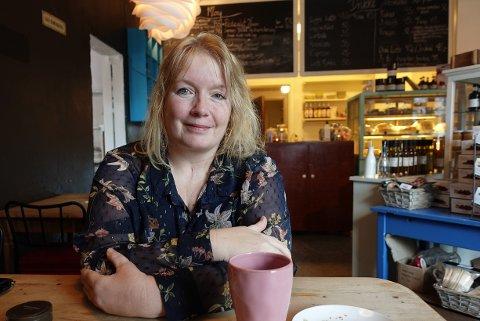 Bekymret for risikogruppa: Hilde Furre er lykkelig over å kjenne at egen kropp begynner å bli seg selv etter koronasykdommen, men bekymrer seg for de som er i risikogruppa. – Jeg kjenner flere som har vært i selvpålagt isolasjon i nesten ett år, sier hun.