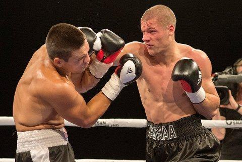 KLAR FOR NY KAMP: Kai Robin Havnaa (til høyre) møter bosnisk motstand i sin neste proffkamp. Her fra kampen mot Istvan Kun i september i fjor.