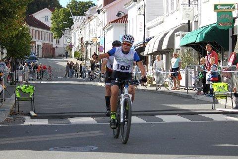 KUNNE JUBLE: Magnus Sørbø fra Gjerstad var aller raskest på korte løypen under Risørrittet. Dermed ble sykkelsesongen avsluttet med en seier.